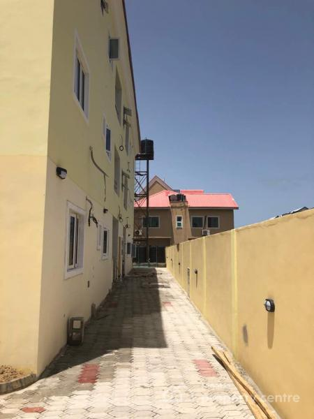 3 BEDROOM FLAT AT LEKKI PHASE 2 FOR RENT.