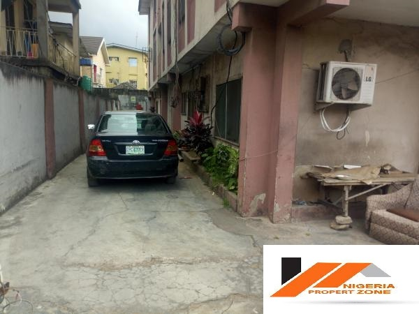 3bedroom flat for sale in Ojuelegba,Surulere.