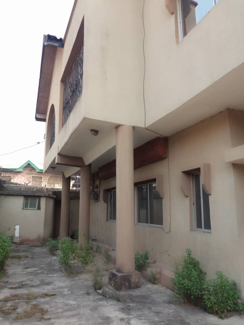 3BEDROOM FLAT FOR RENT IN SHOGUNLE,OSHODI