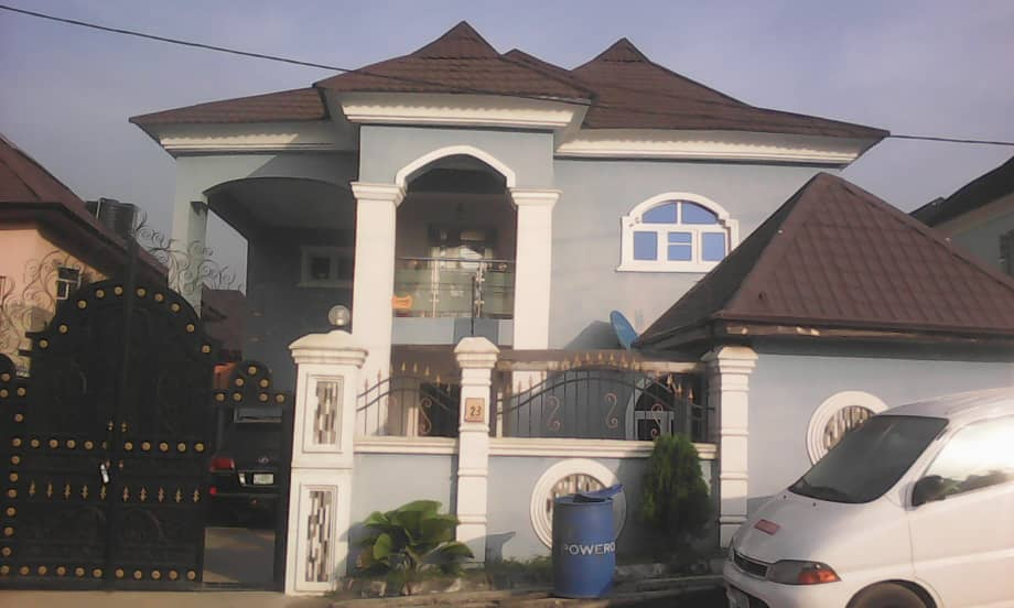5 Bedroom detached House+BQ+empty plot for sale.