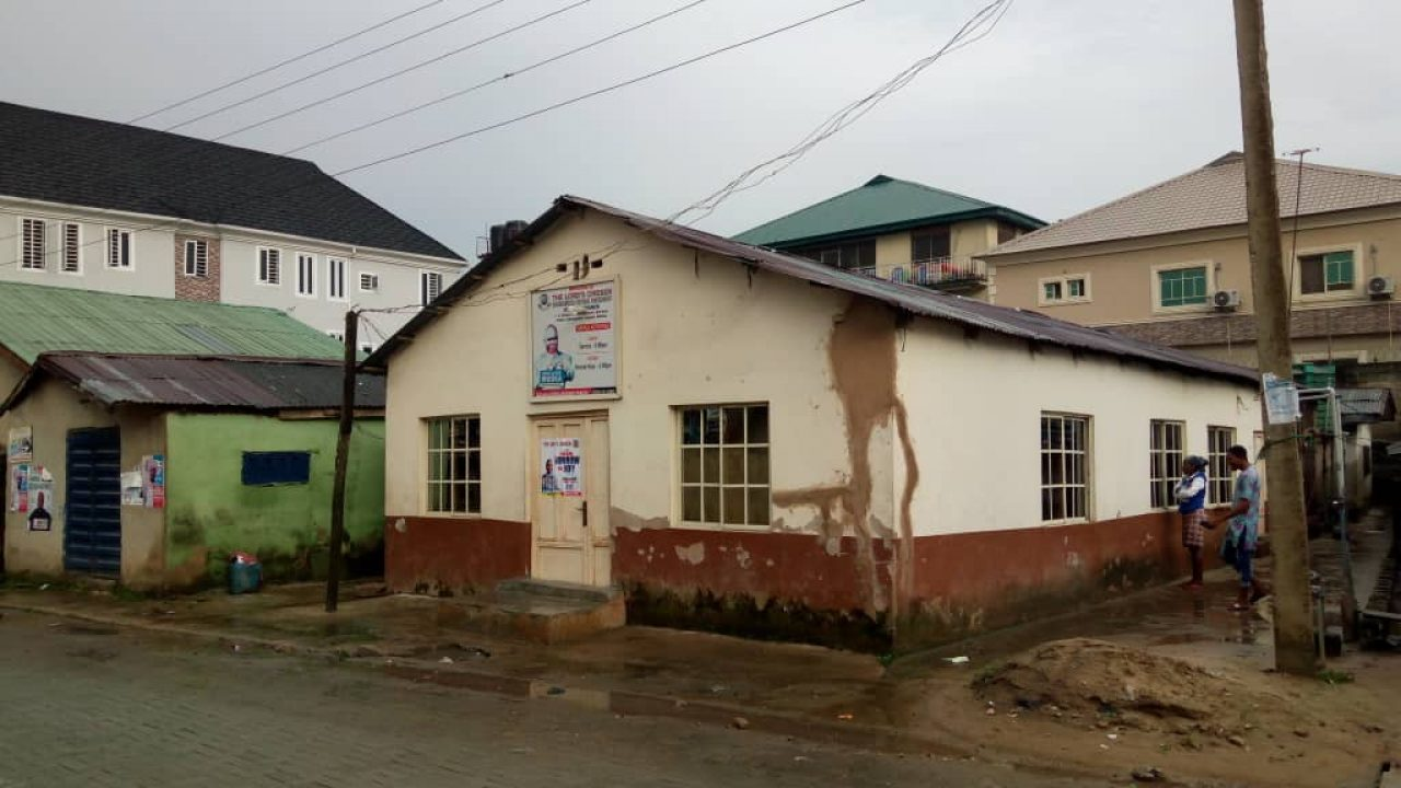 HOUSE FOR SALE AT IFAKO BUS STOP.