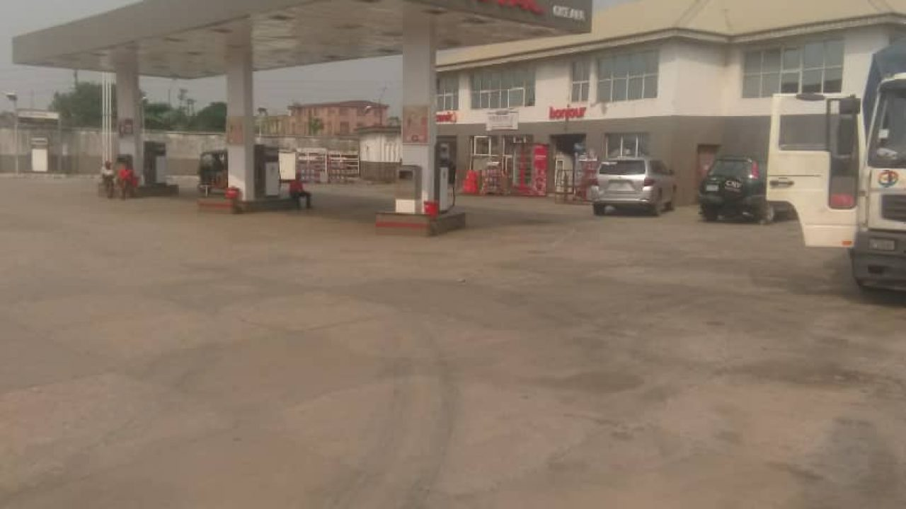 FILLING STATION FOR SALE IN LEKKI EPE EXPRESSWAY,LAGOS.