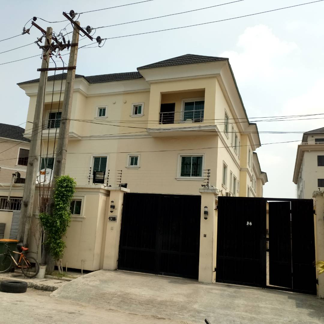 5BEDROOM DETACHED DUPLEX FOR SALE IN ONIKOYI,IKOYI LAGOS.