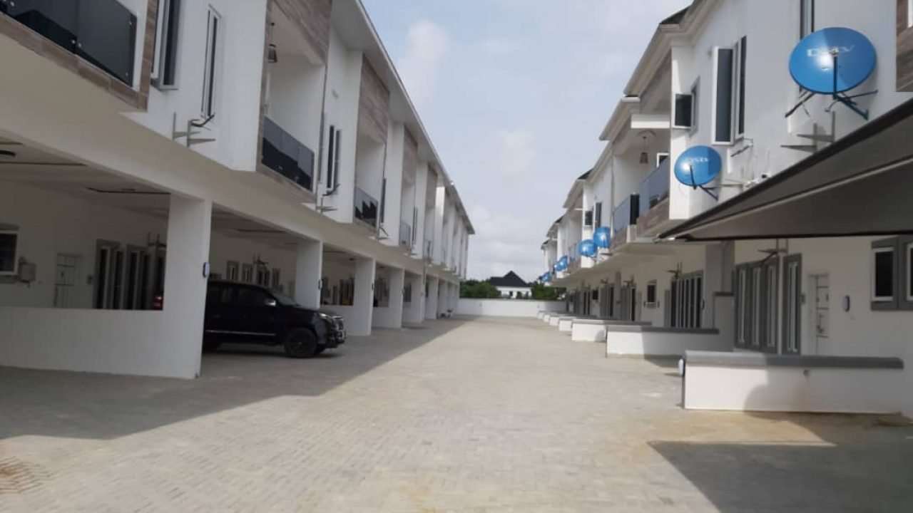 FOUR BEDROOM HOUSE FOR SALE IN LAFIAJU LEKKI.