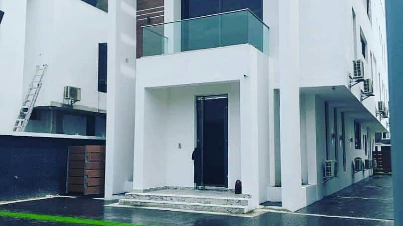 5BEDROOM DUPLEX FOR SALE AT ONIKOYI.IKOYI LAGOS.