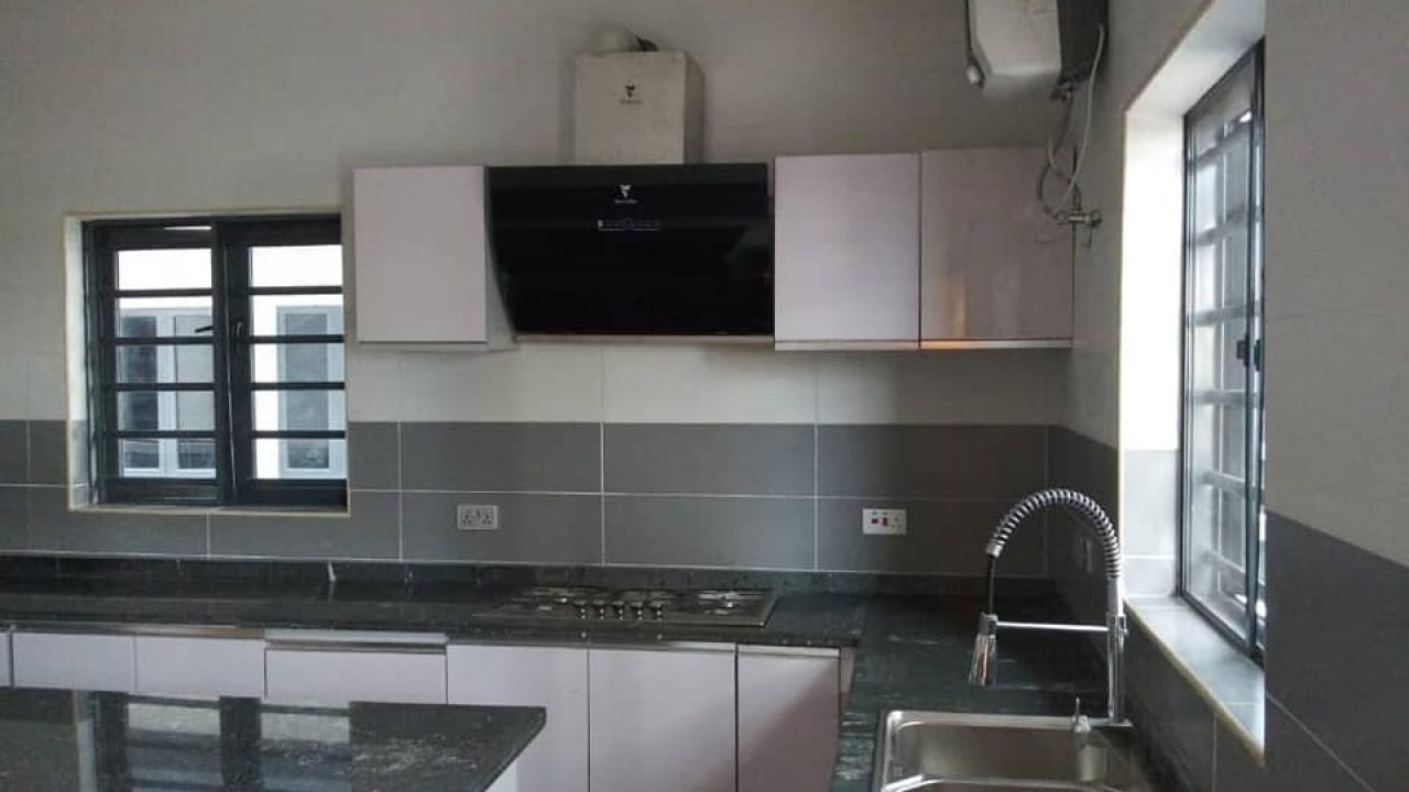 FOUR BEDROOM HOUSE FOR SALE IN MAGODO