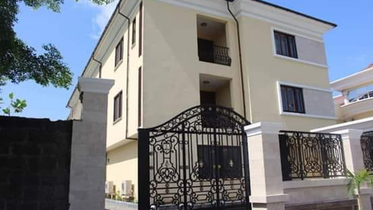 BANANA ISLAND 4BEDROOM FULLY DETACHED HOUSE FOR SALE