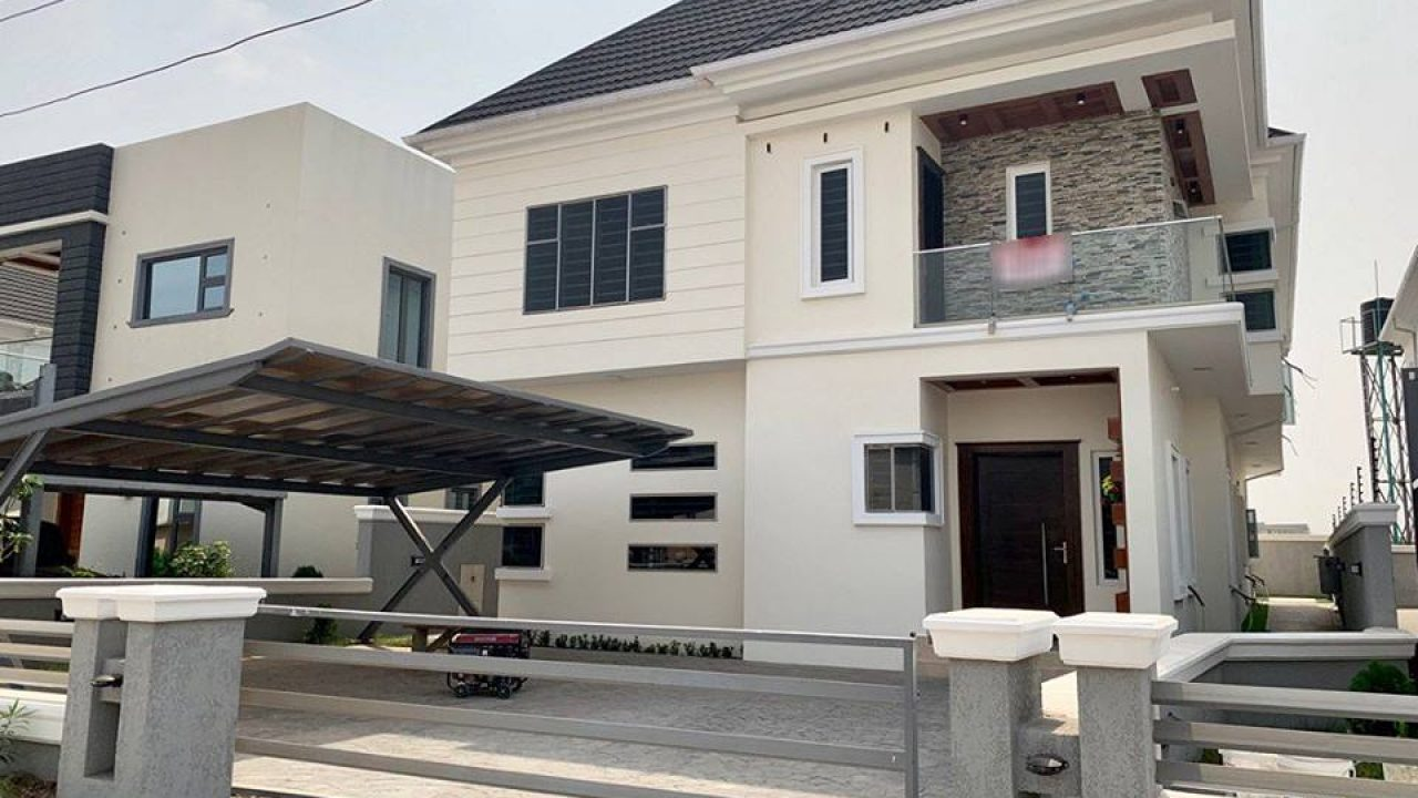 5BEDROOM  HOUSE FOR SALE IN LEKKI COUNTY LAGOS.