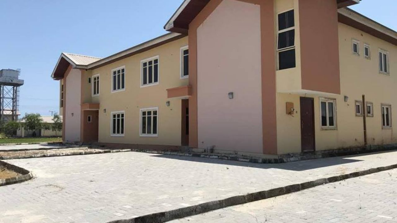 HOUSE FOR SALE AT ABIJO G.R.A,LEKKI LAGOS.