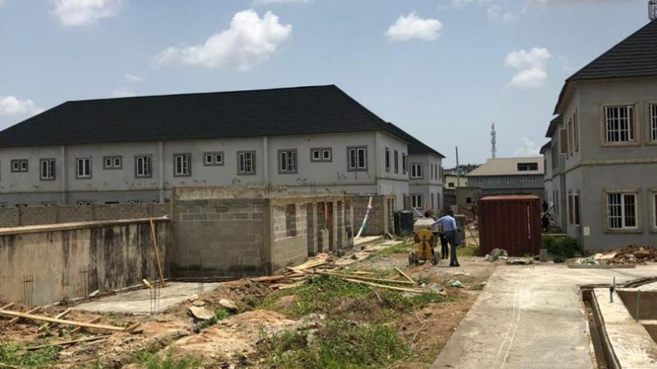 4BEDROOM TOWNHOUSE FOR SALE IN PRAISEVILLE ESTATE,OGUDU,LAGOS