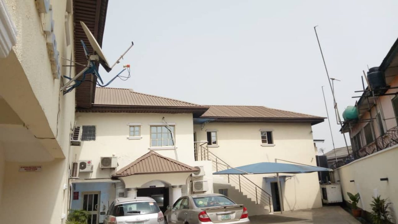 HOTEL FOR SALE AT SURULERE,LAGOS.
