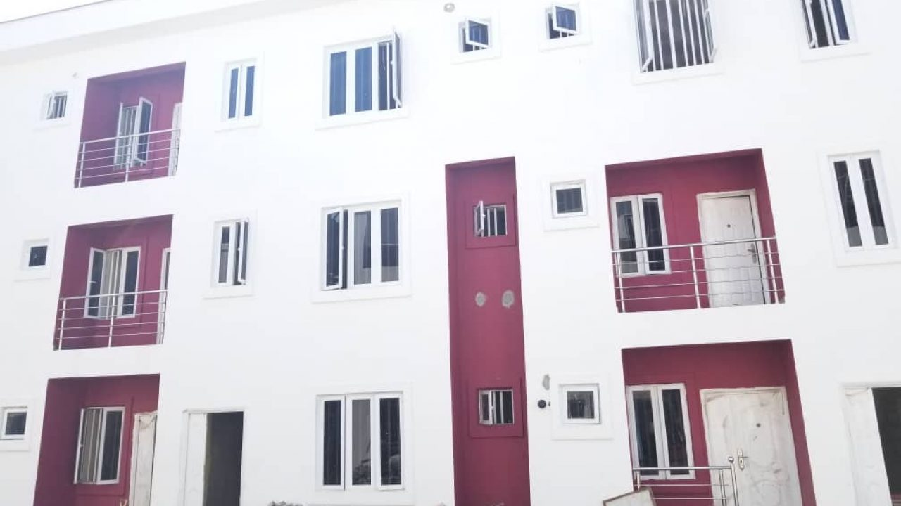 NEATLY BUILT 3BEDROOM FLATS FOR SALE AT LEKKI PHASE1