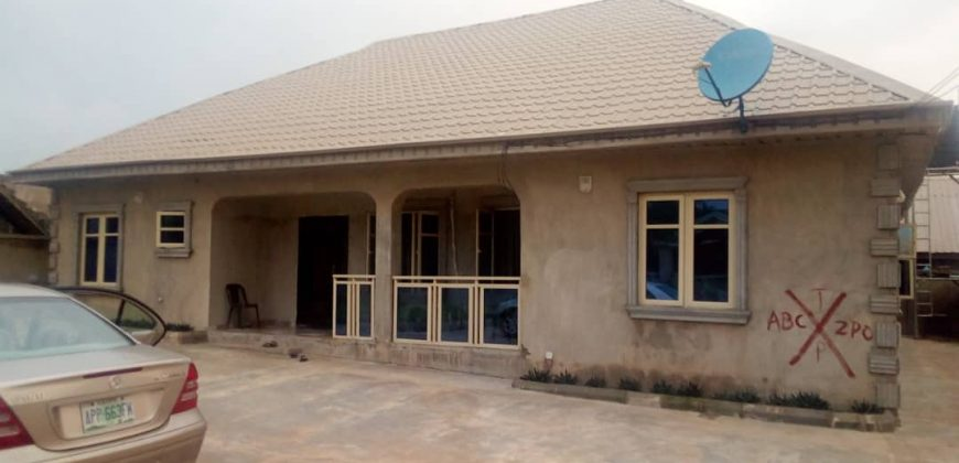 4bedroom bungalow for sale at kemta housing estate,Abeokuta.