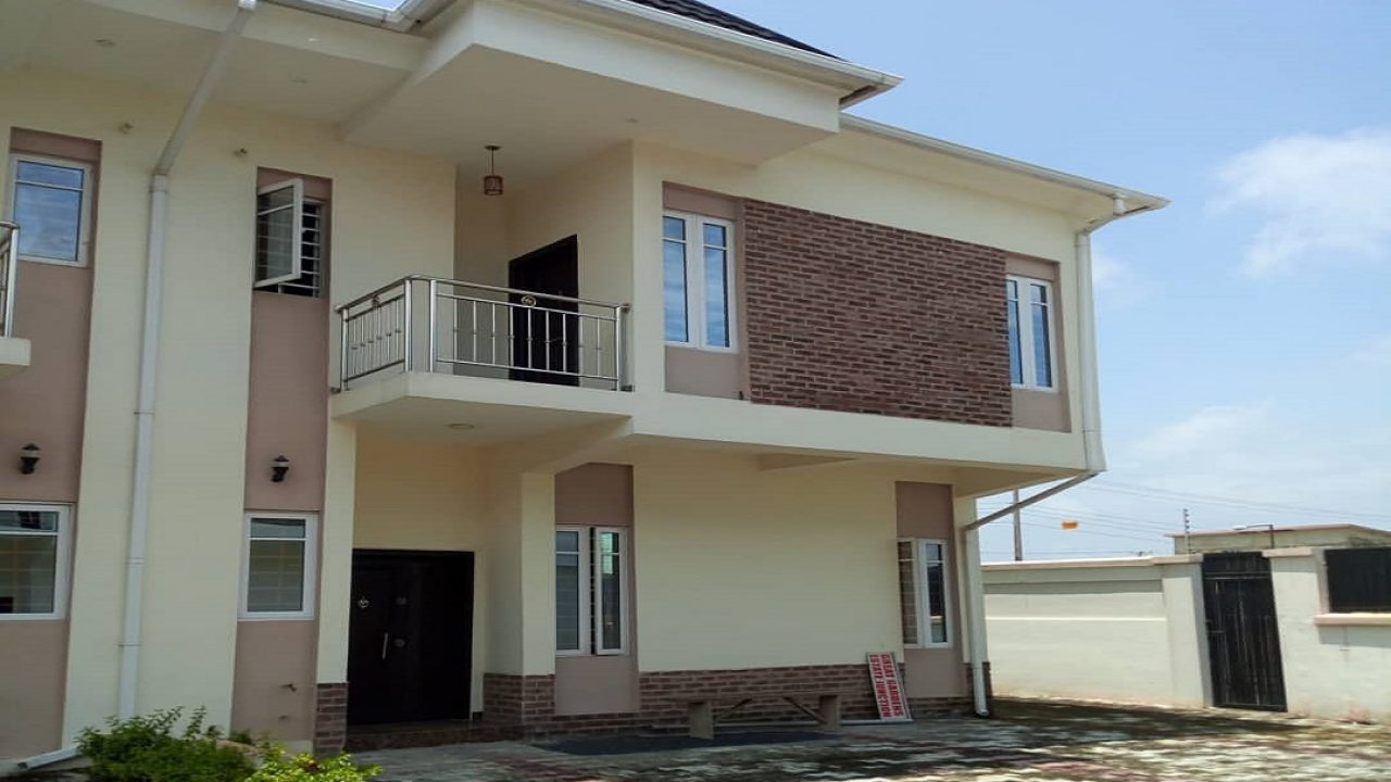 4BEDROOM HOUSE IN AJAH FOR SALE
