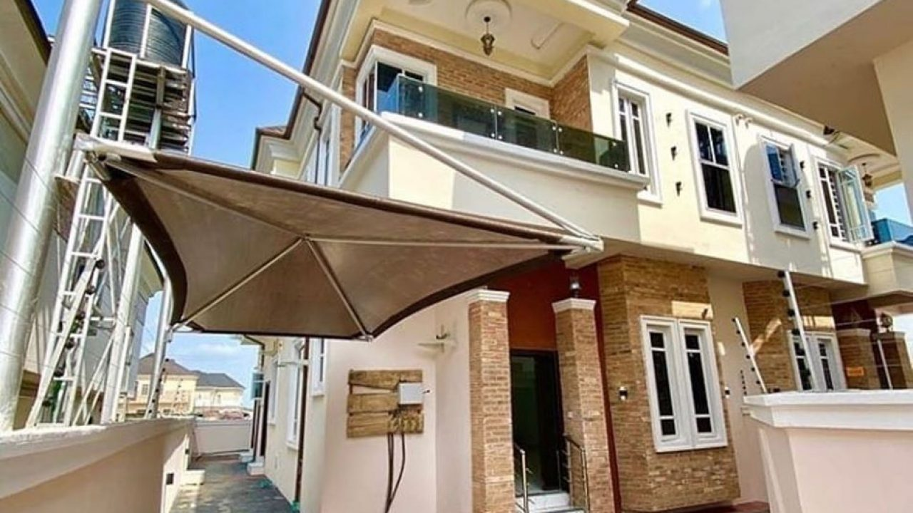 SELLING: A 4 BEDROOM SEMI DETACHED AT IKOTA LEKKI