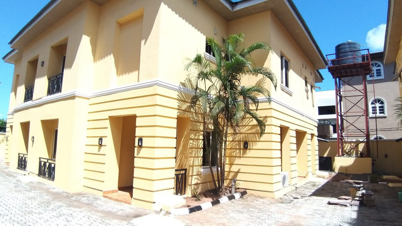 3 BEDROOM  FLATS FOR RENT IN LEKKI PHASE 1