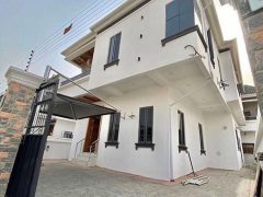 SELLING: A 5 BEDROOM DUPLEX AT IKOTA