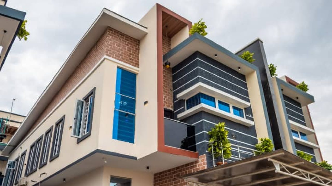 selling 5 bedroom duplex at Chevron for sale
