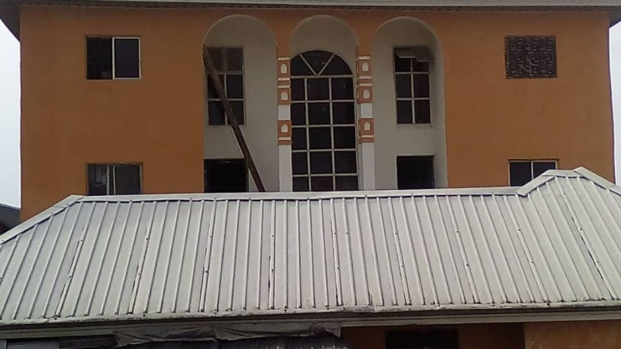 48 rooms Apartment / hostel for sale at imo