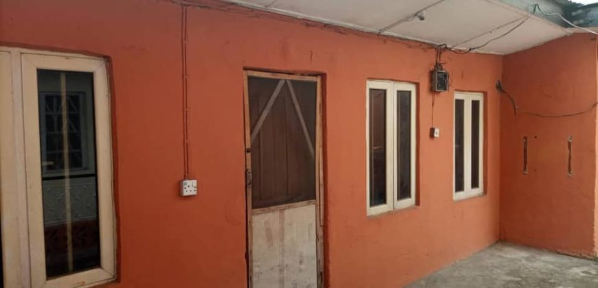 Spacious room and parlour for rent in mende maryland lagos