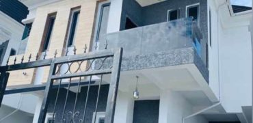 Detached 5 bedroom duplex for sale