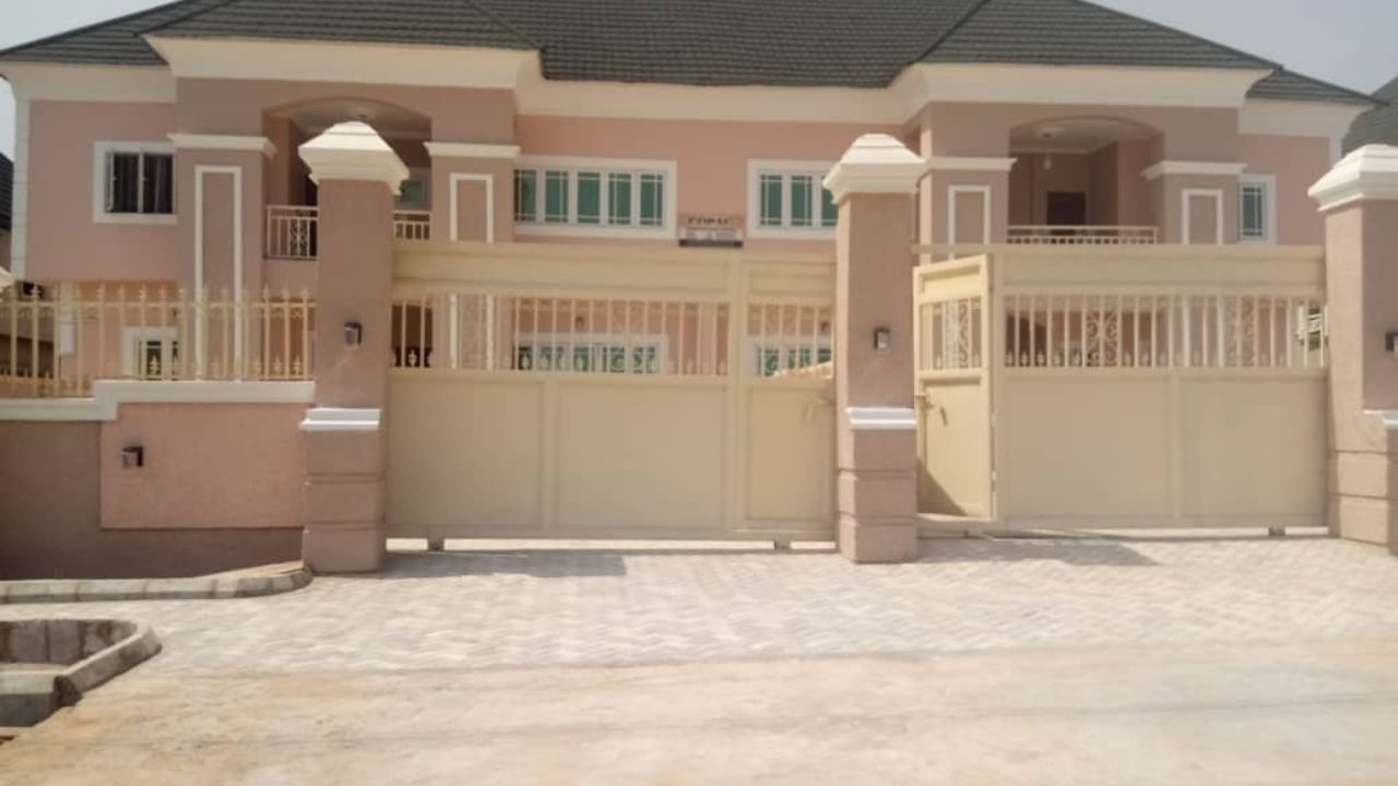 duplex for sale at Ngozika estate Awka