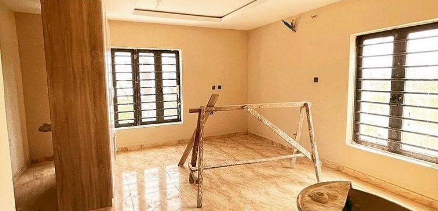 HOUSE IN LEKKI FOR SALE