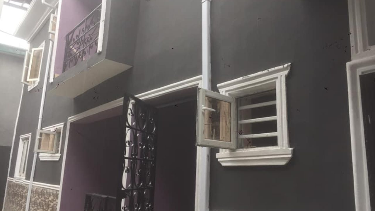 room and parlour to let in ajah