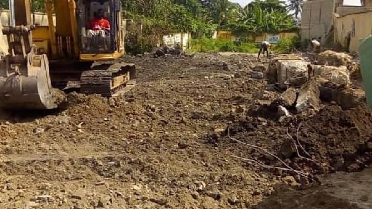 land for sale at Ajao estate,airport road lagos