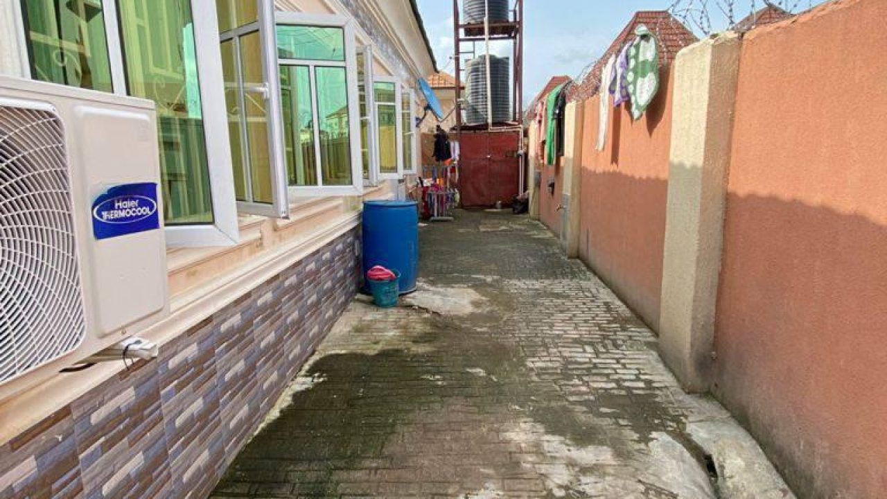 3 BEDROOM BUNGALOW IN LUGBE ABUJA FOR SALE